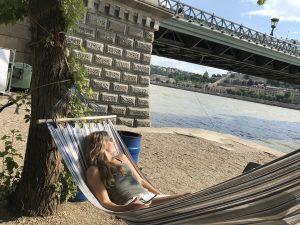 Hangmat aan de Donau Boedapest Hongarije
