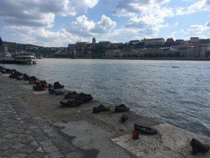 Schoenen op de Donau kade Boedapest Hongarije